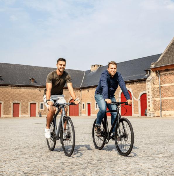 2 fietsers van Cyclis fietsleasing